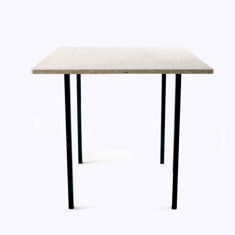 Tavolo quadrato in legno hippopotamus noleggio for Tavolo legno quadrato